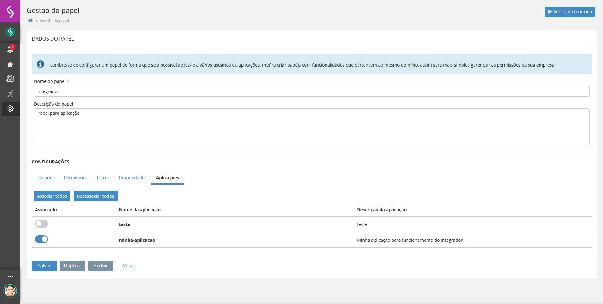 Imagem mostrando a plataforma x aberta com a tela de gestão de papéis exibindo a aplicação.